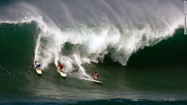 Waves of up to 50 feet pound Hawaii's North Shore