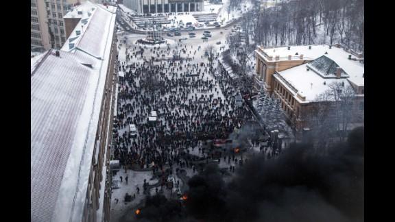 Ukrainian police storm protesters
