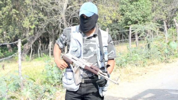 romo mex vigilantes vs cartel_00014325.jpg