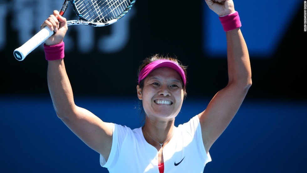 Li Na will head into the Australian Open final as the favorite after a comfortable 6-2 6-4 win over Canada's Eugenie Bouchard.