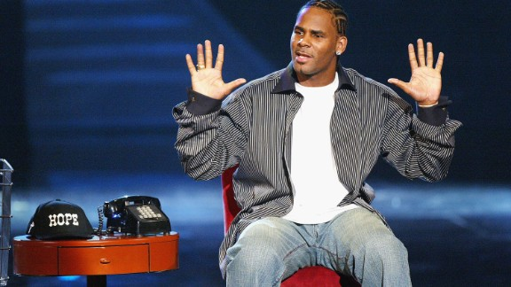 Singer R. Kelly performs at the '18th Annual Soul Train Music Awards' at the Scottish Rite Auditorium on March 20, 2004 in Los Angeles, California.