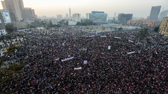 Thousands of Egyptians gather in Cairo
