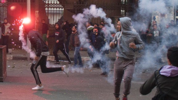 Egyptian anti-military protesters, mostly supporters of ousted Islamist President Mohammed Morsy, clash with security forces in downtown Cairo