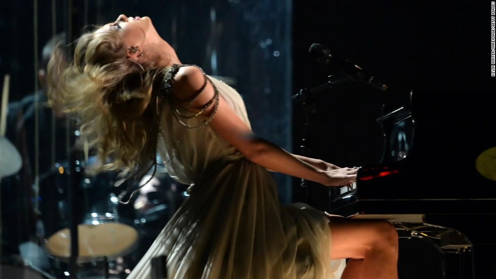 "Taylor Swift delivers an emotional performance of her song ""All Too Well."""