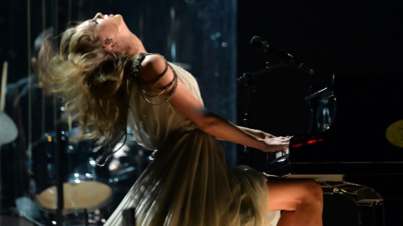"""Taylor Swift delivers an emotional performance of her song """"All Too Well."""""""