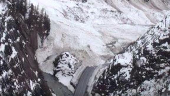 lv vo avalanches block valdez alaska highway_00001209.jpg