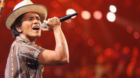 Bruno Mars is spreading some magic to his native Hawaii.