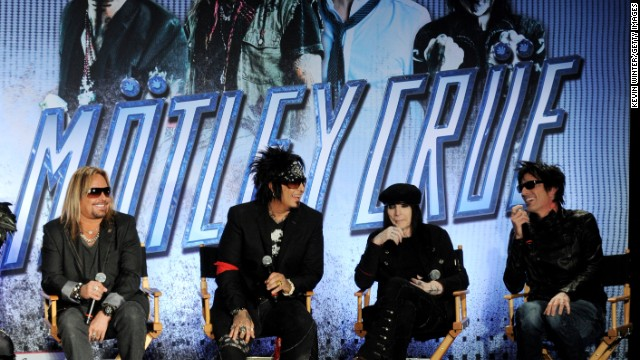 Mötley Crüe is back together and going on tour - CNN