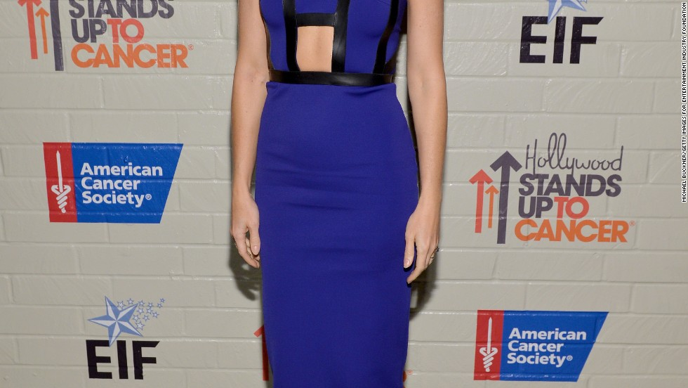 Gwyneth Paltrow was feeling blue for the Hollywood Stands Up To Cancer Event on January 28.