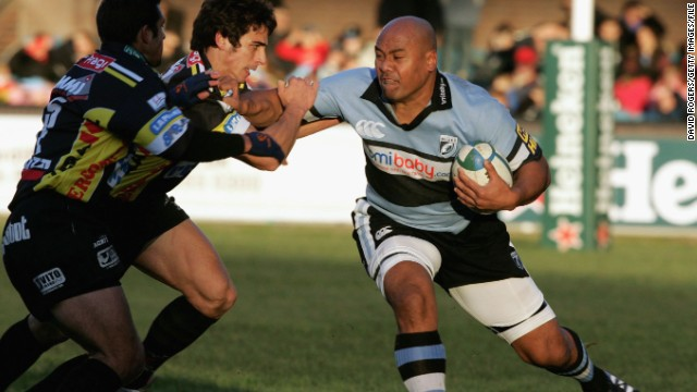 Prosser likened his fellow passenger's build to that of late rugby star Jonah Lomu, pictured right.