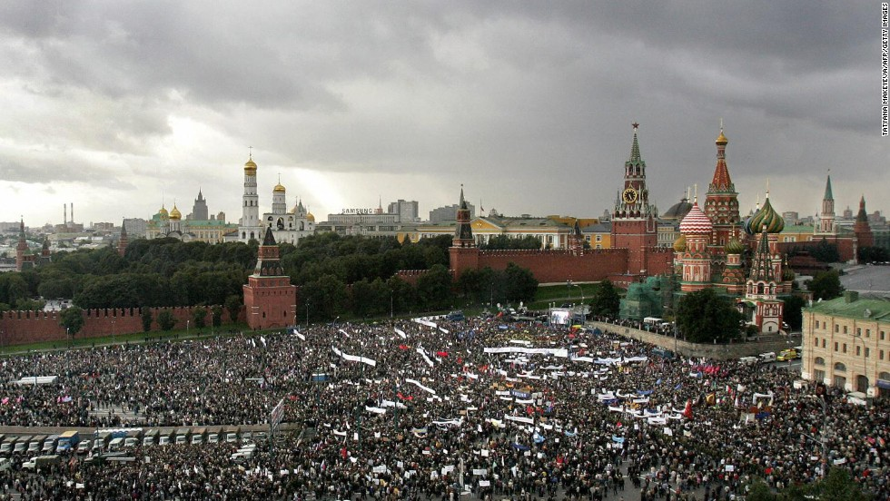 "People take part in a ""Russia-against terrorism"" mass-meeting next to St Basil's Cathedral, on the Red Square in Moscow, September 7, 2004."