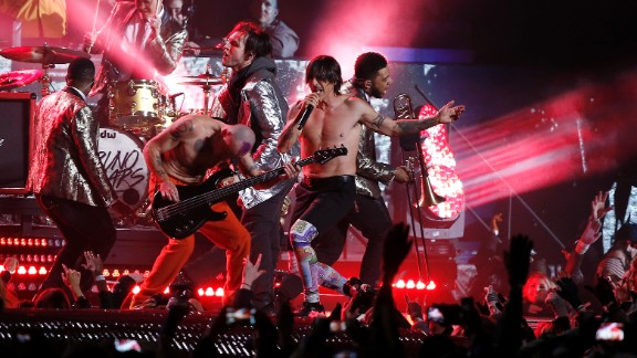 """The Red Hot Chili Peppers join Mars on stage for a rendition of """"Give It Away."""""""
