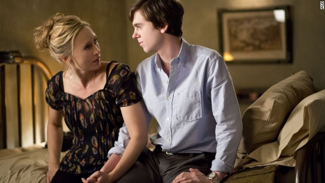 "Vera Farmiga and Freddie Highmore star in A & E's ""Bates Motel>"""