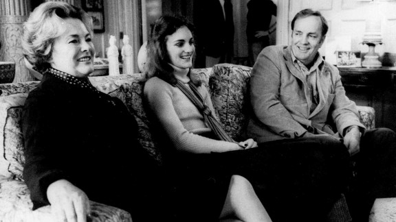 Hearst was released on bail on November 19, 1976, while her attorneys appealed her case.  Here, she is reunited with her parents, Catherine and Randolph Hearst, in their San Francisco home on November 20, 1976. The appeal was denied and Hearst returned to prison.