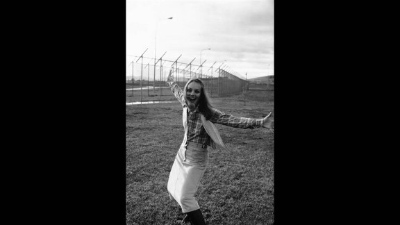 After Hearst served nearly two years in prison, President Jimmy Carter commuted her sentence in early 1979.  Here, she mugs for the camera at the Federal Correctional Institute at Pleasanton, California, on January 31, 1979.