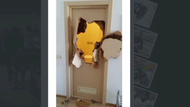 Bobsledder busts through bathroom door & Trapped in Sochi bathroom bobsledder Johnny Quinn breaks door - CNN