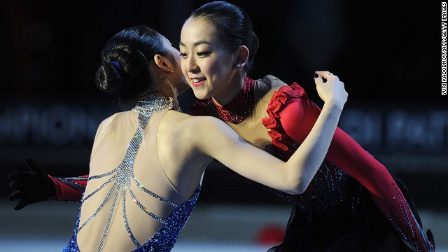 Kim Yu-na embraces longtime rival Mao Asada (r) in 2010, one of the pair's many head-to-head encounters