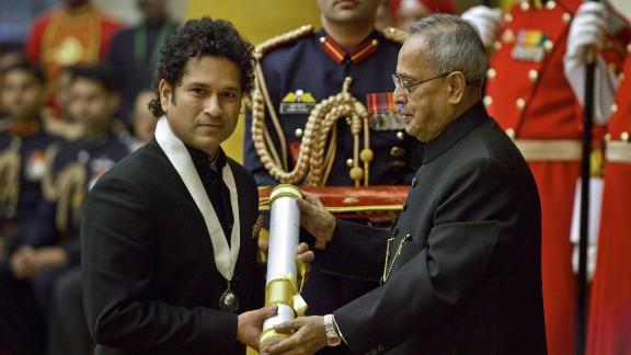 """Tendulkar received the """"Bharat Ratna"""" award, India"""
