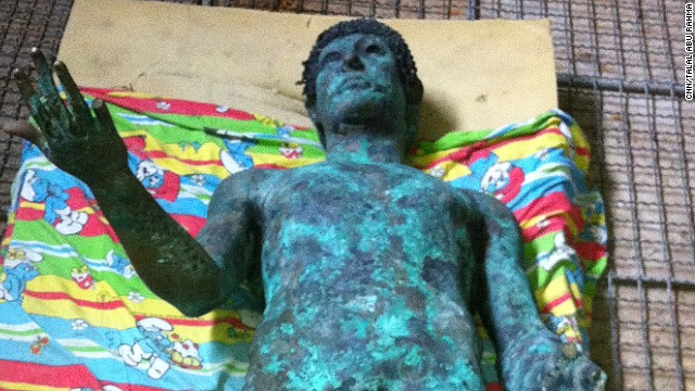Mysterious statue found in Gaza