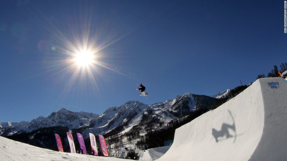 The sun, the snow, the tricks: Oystein Braaten of Norway flies high in the slopestyle competition.