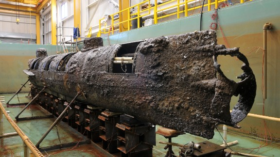 The hull is in pretty good shape, despite exposure to sea currents and elements for decades. The eight-member Confederate crew, sitting on the port side, turned a propeller by hand.