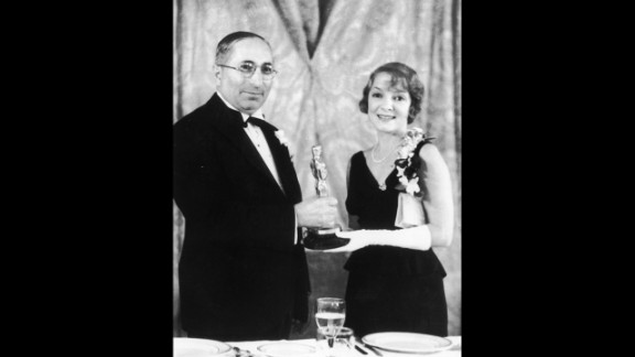 """<strong>Helen Hayes (1932):</strong> Film producer Louis B. Mayer presents the best actress Oscar to Helen Hayes for her role in """"The Sin of Madelon Claudet."""""""