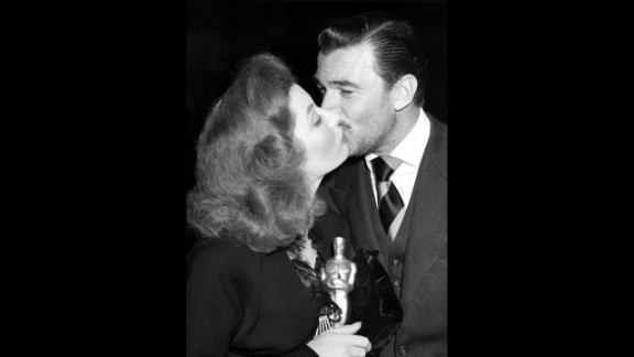 """<strong>Greer Garson (1943):</strong> After winning the best actress Oscar in 1943, Greer Garson gets a congratulatory kiss from her """"Mrs. Miniver"""" co-star Walter Pidgeon."""