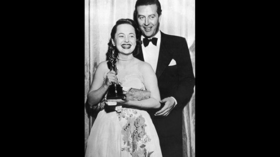 """<strong>Olivia de Havilland (1947):</strong> Olivia de Havilland receives her best actress Oscar from actor Ray Milland for her performance in """"To Each His Own."""""""