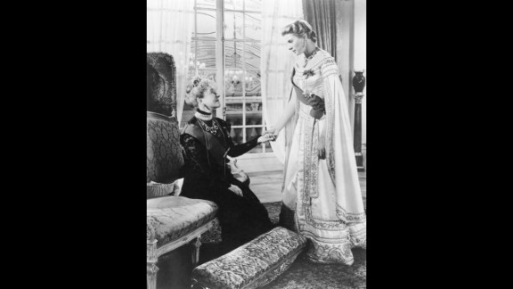 """<strong>Ingrid Bergman (1957):</strong> Ingrid Bergman, right, appears with Helen Hayes in a scene from the movie """"Anastasia."""" Her performance earned her a second Oscar for best actress."""