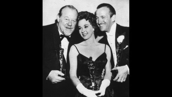 """<strong>Susan Hayward (1959):</strong> From left, actor Burl Ives, actress Susan Hayward and actor David Niven pose with their Oscars in 1959. Hayward won for her role in """"I Want to Live!"""""""
