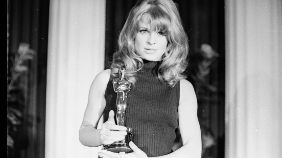 """<strong>Julie Christie (1966):</strong> Julie Christie is seen with her Academy Award, which she won for her role in """"Darling."""""""