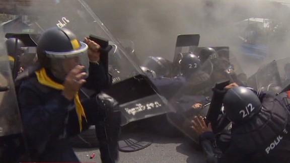bpr thai phillips police clashes_00000825.jpg