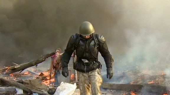 newday paton walsh kiev protests_00013201.jpg