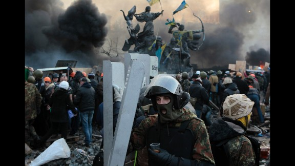 Protesters brace themselves for more violence in Kiev on February 19.