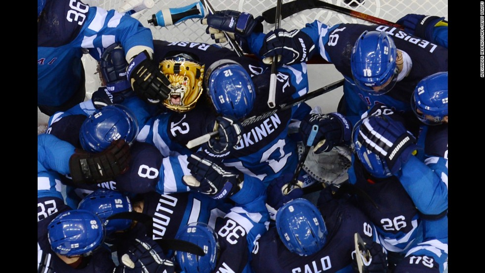 Finland's hockey players celebrate their victory over Russia.