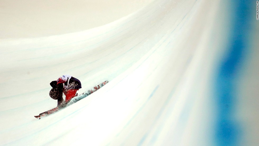 Angeli Vanlaanen of the United States crashes in the women's halfpipe on February 20.