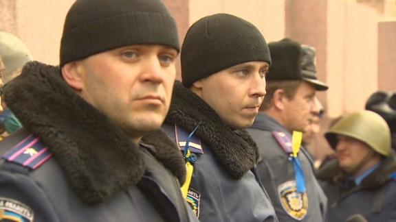 ukraine police defector pleitgen pkg_00002607.jpg