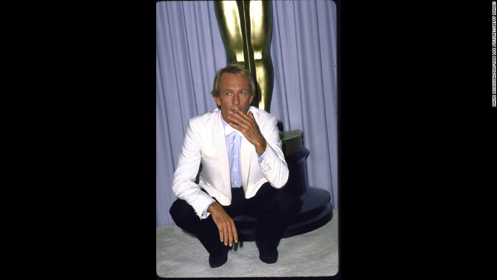 "In 1987, ""Crocodile Dundee"" star Paul Hogan co-hosted the show along with Chevy Chase and Goldie Hawn. Even Hogan <a href=""http://blogs.abc.net.au/wa/2013/11/im-the-only-person-to-open-the-oscars-without-a-script-paul-hogans-recalls-his-big-buzz.html?site=perth&program=720_afternoons"" target=""_blank"">has said the experience felt like ""a surreal moment.""</a>"