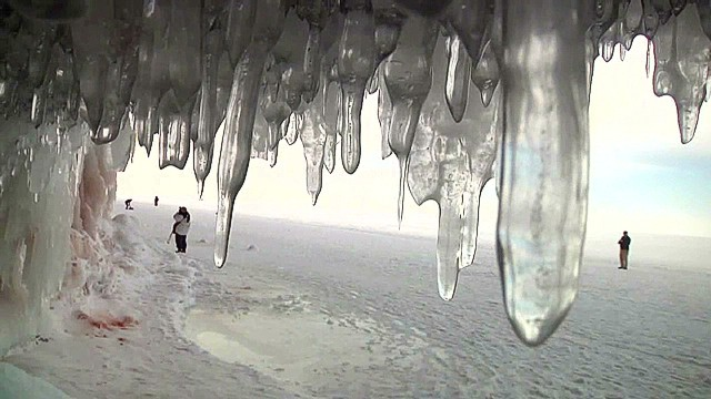 pkg lake superior ice caves_00004820.jpg