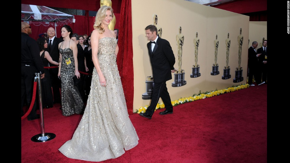 We've gotten used to seeing Cameron Diaz in more body-conscious looks, so this glittering Oscar de la Renta gown from the 2010 Oscars, with its classic Hollywood cut, was a welcome change of pace.