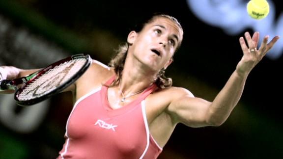 spc open court amelie mauresmo_00023120.jpg
