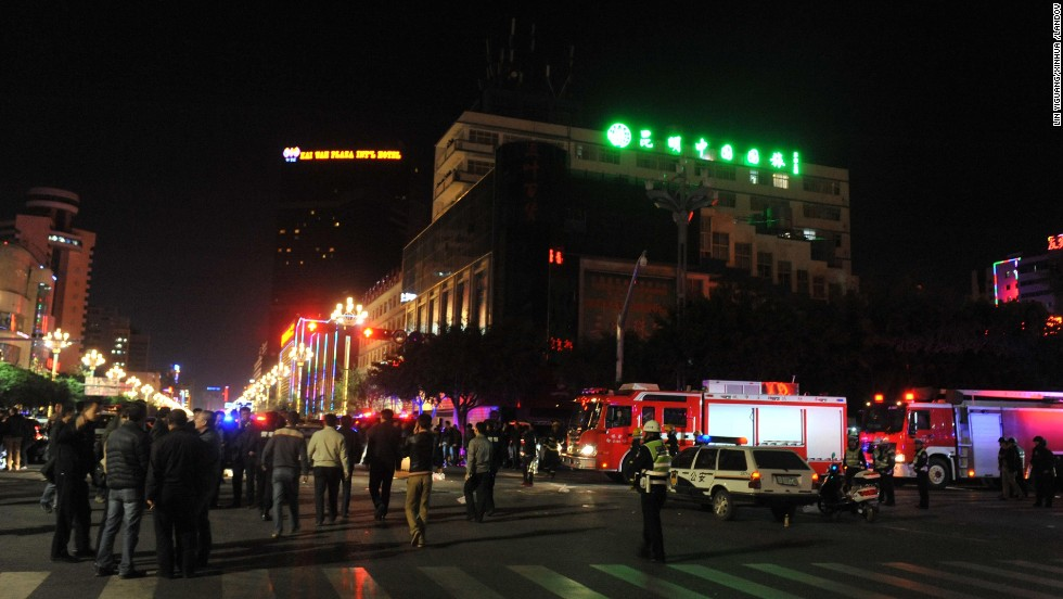 A group of unidentified armed men with knives stormed into the Kunming Railway Station, according to city police.