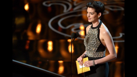 Anne Hathaway presents the award for best supporting actor.