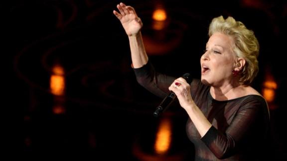 """Bette Midler sings """"Wind Beneath My Wings"""" during the """"In Memoriam"""" segment."""