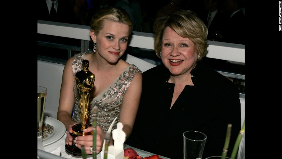 Reese Witherspoon and mother Betty attend the Governors Ball after the 78th Annual Academy Awards on March 5, 2006, in Hollywood, California.