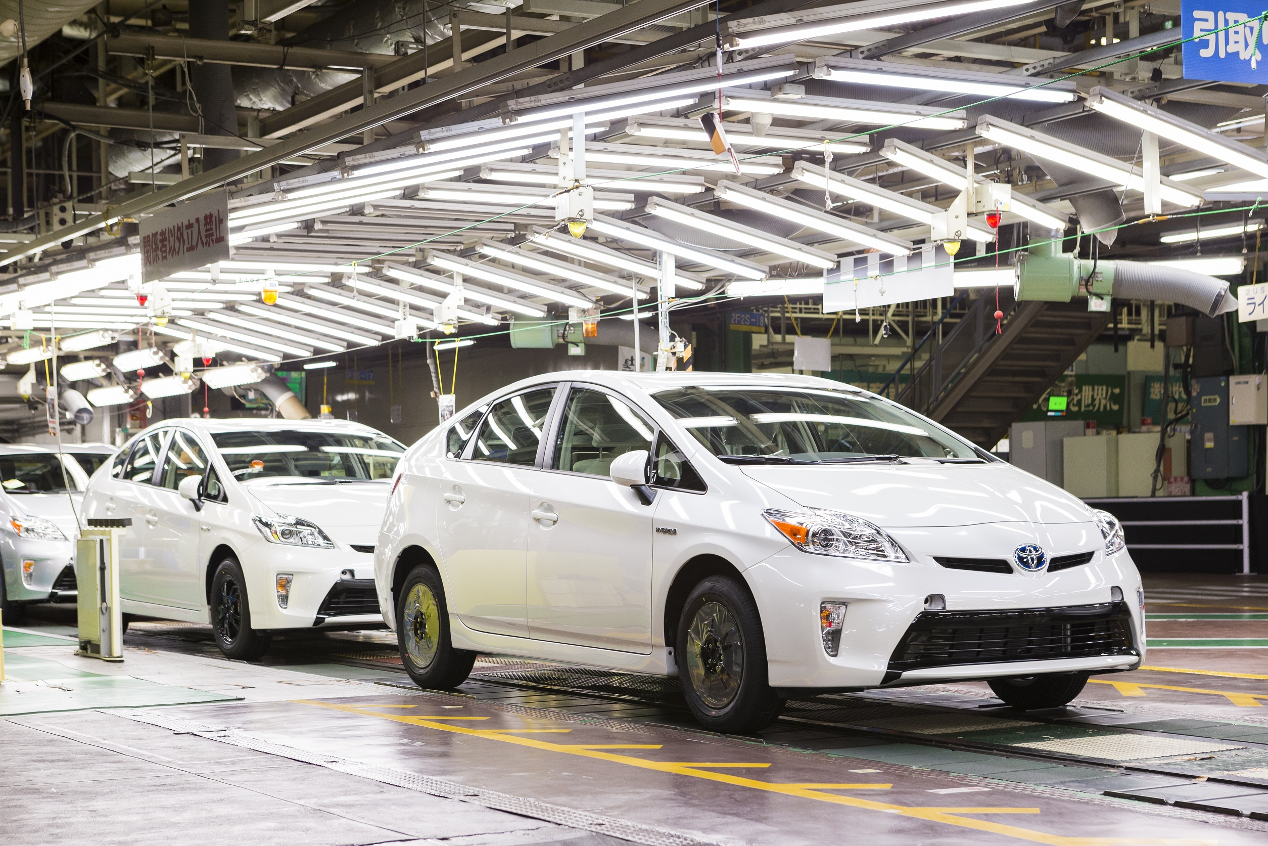 business insider setting toyotas car new a range hydrogen record has toyota s powered