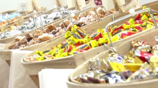 Candy store gives free fudge to 'fatties'