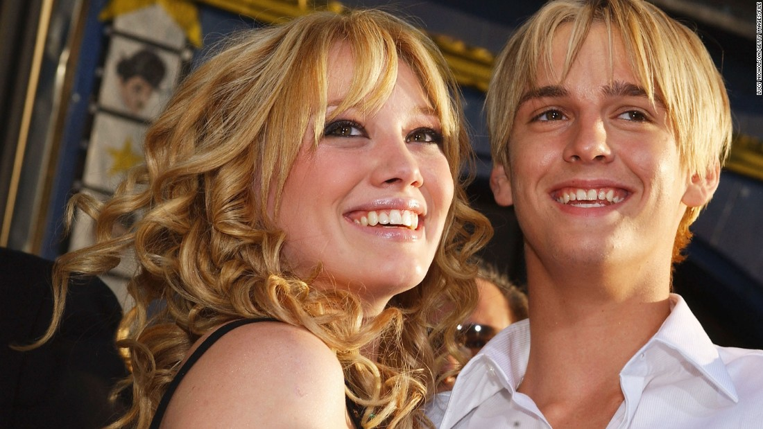 "Aaron Carter misses the way things were. The singer tweeted in March 2014 that he'll spend his life ""trying to better myself to get back to"" his ex Hilary Duff, calling her ""the love of (my) life."" Duff and Carter dated as teens on and off from 2001 to 2003, and just the thought of them reuniting makes us nostalgic."