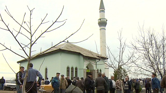 Muslims in Ukraine caught in the middle