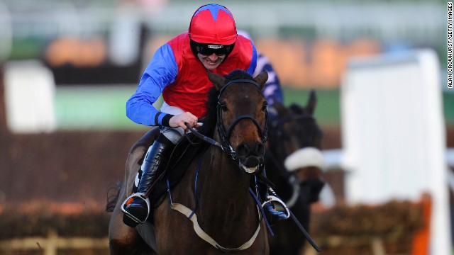 Ruby Walsh rode Quevega to a sixth successive victory in the Mares' Hurdle at Cheltenham.